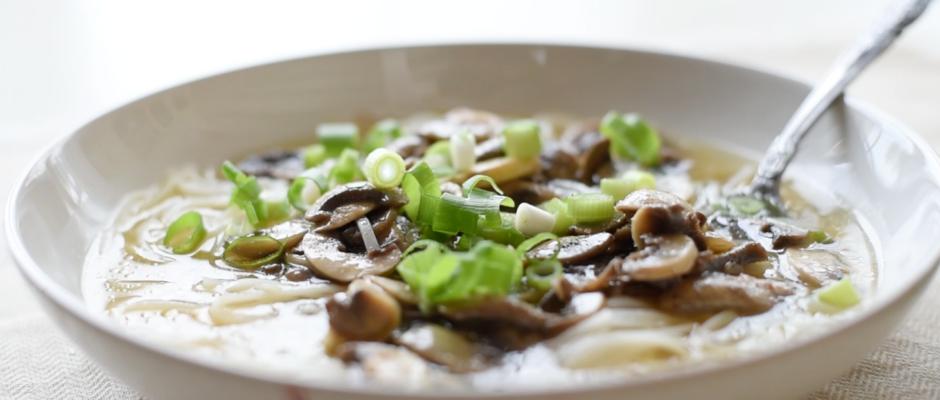 Supa Pho vegetariana. Salata de legume la gratar
