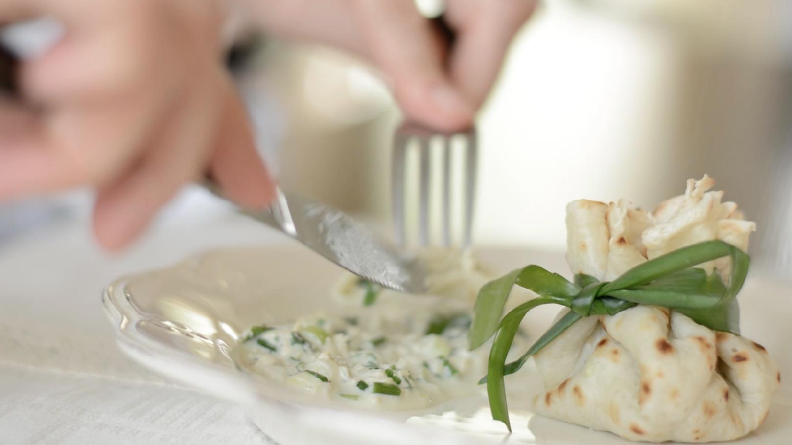 Clatite umplute cu tofu si ceapa verde