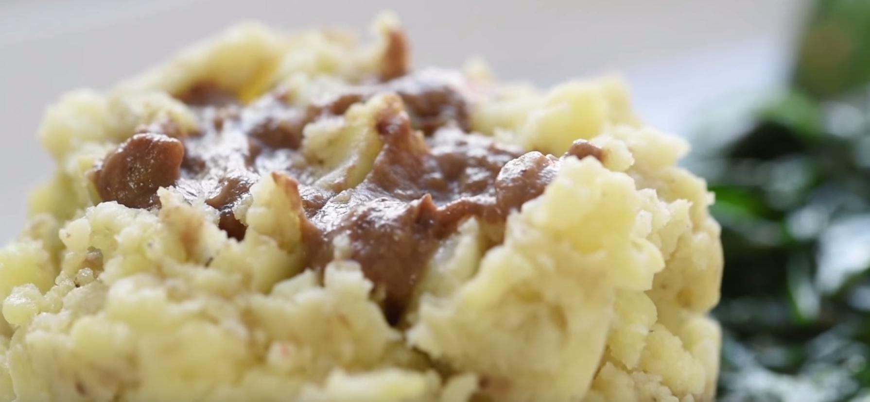 Piure de cartofi cu sos de ciuperci